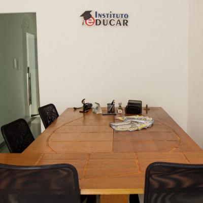 <p>Sala de Reuni&atilde;o climatizada para os clientes com espa&ccedil;o para 8 pessoas.</p>