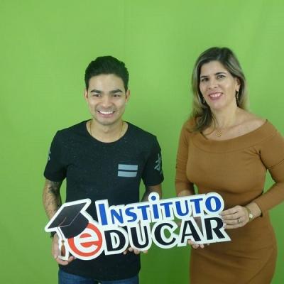<p>Yudi com Raquel Figueir&ocirc;a, diretora do Instituto Educar.</p>