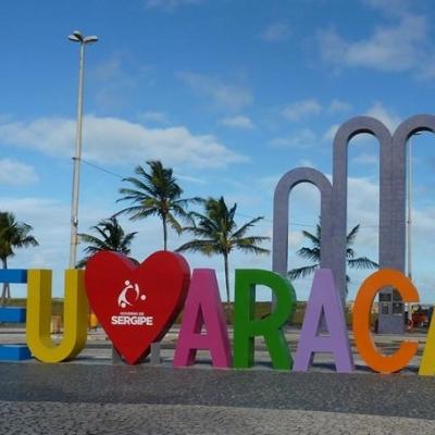 <p>Yudi declarando seu amor por Aracaju na Orla de Atalaia.</p>