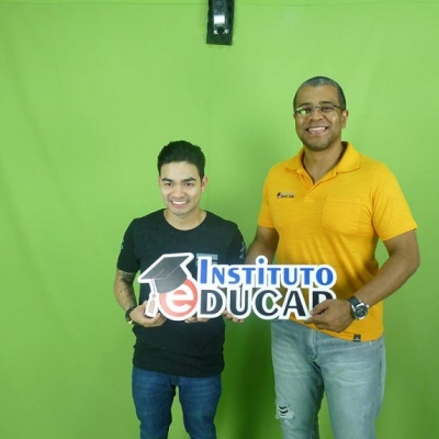 <p>Yudi com o professor Jos&eacute; Roberto.</p>
