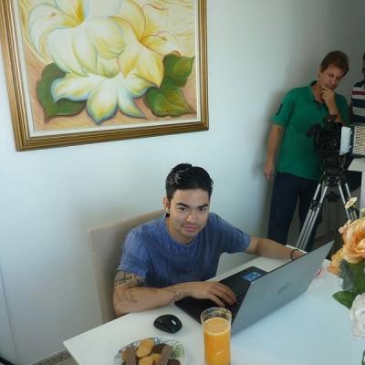 <p>Yudi gravando comercial de TV para o Instituto Educar.</p>