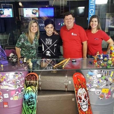 <p>Yudi com Priscilla Silvestre, F&aacute;bio Figueir&ocirc;a e Raquel Figueir&ocirc;a, do Instituto Educar, em entrevista no programa em S&atilde;o Paulo.</p>